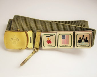 A Vintage Boy Scout Green Mesh Belt With Three Metal Badges - Boy Scout Emblem - Solid Brass Buckle  - Fits Large - Fun - History - Keepsake