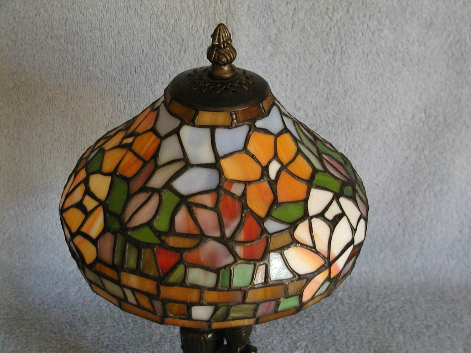 tiffany style lamp stained glass floral motif. Black Bedroom Furniture Sets. Home Design Ideas
