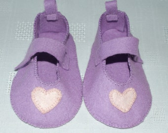 Pale lilac felt baby shoes with pale pink heart applique on toe