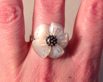 Adorable Sterling Silver Mother of Pearl Flower Ring Size 6.75