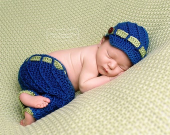Crochet baby Newborn - 12mo Spiral Newsie hat & pants set Photo prop - Custom made to order preemie-adult