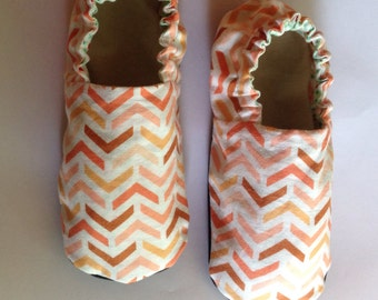 Coral arrow/floral reversible baby shoes | soft sole crib shoes | baby booties | baby shower present | christmas present | stocking stuffer