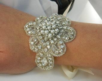 Vintage Inspired Elegant Bridal Rhinestone Pearl & Crystal Bracelet