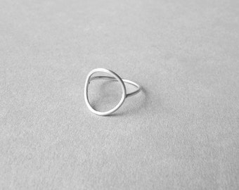 Open circle ring, sterling silver dainty ring, minimalist, geometrical, everyday jewellery, stacking ring