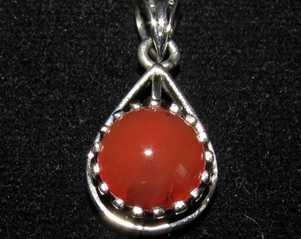 sterling silver gemstone pendant with a orange red round shaped carnelian marked 925 (GP08)