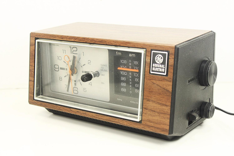 vintage general electric analog alarm clock radio by molovintage2. Black Bedroom Furniture Sets. Home Design Ideas