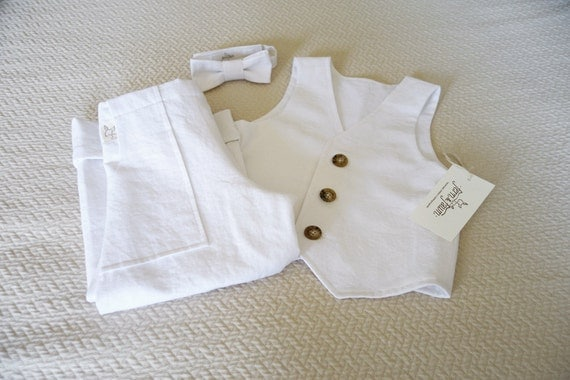 This smart and timeless white shortie by French designer Tartine et Chocolat, is cool and comfortable to wear. Suitable for both baby boys and girls, it is made in fine linen, and is layered, to give the appearance of a two piece, with pleats around the legs.