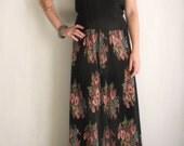 90s boho black floral palazzo pants. Pleated palazzo pants. High waisted black floral trousers. Slouchy accordion pants