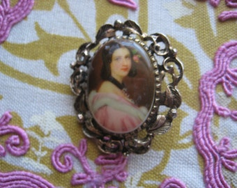 smiling lady brooch