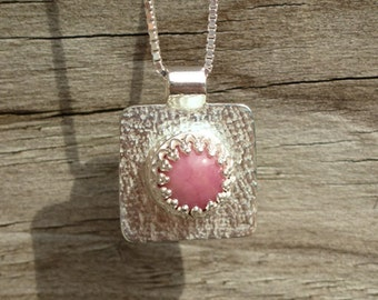Sterling silver hammerd pendant with a Rhodonite stone featuring galerie wire, rectangular hammerd pendant, pink round stone