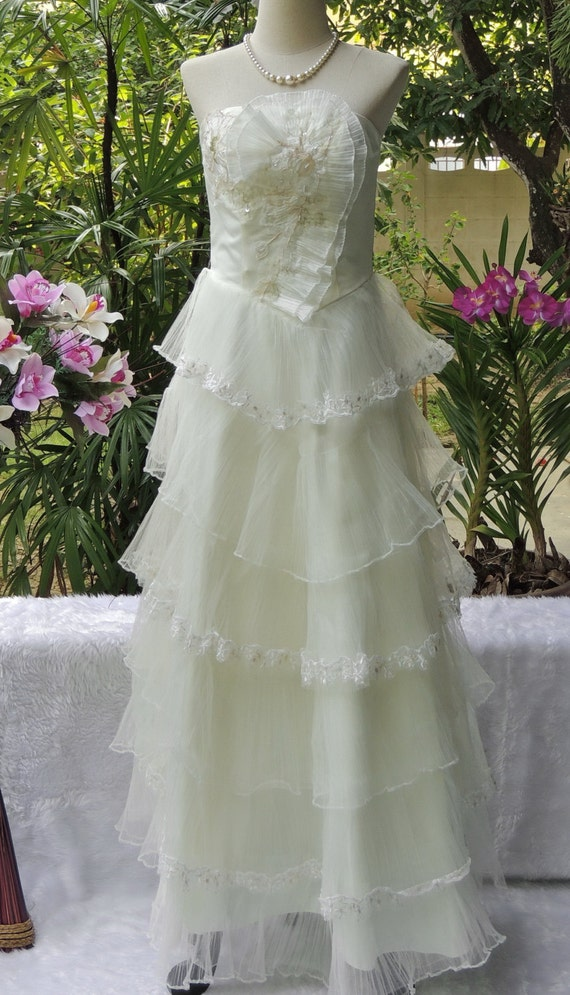 Layered Tulle Wedding Dresses : Vintage white wedding gown layered tulle bridesmaid