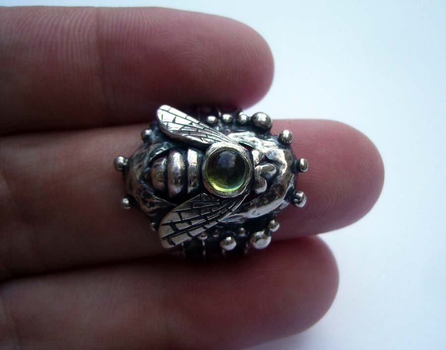 SIZE 6.75 Peridot Sterling Silver Bee Ring, Gemstone Ring, Statement Ring, Handmade Ring, Green Stone Ring, Bee Ring, Israeli Jewelry