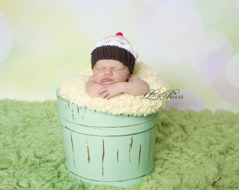 Hello everybody you can order this beautiful girlie hat it in all sizes and in your favourite colour.