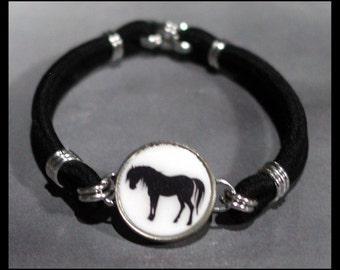 HORSE Silhouette Equestrian Dime Stretch Bracelet - One size fits most - Made In USA
