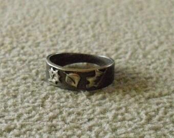 Raised leaf design ring