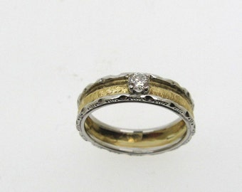Ring in yellow and white gold 18 kt, hand-engraved with Diamond 0.15 ct