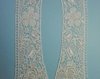 Vintage 1980s Ivory Venise Lace Pointed Collar with Floral Motif Rayon LAT00210