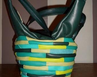 superbe sac bandouliere multicolore vert ,original unique made in france .