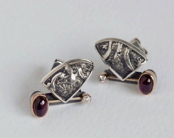 Earrings with garnets