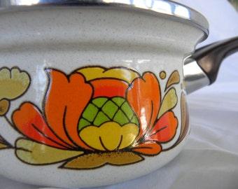 Special  * VINTAGE Sanko Ware Country Flowers Japan Sauce Pan 1970's * Sauce Pot *Vintage Kitchen * Enameled Steel * Floral * Pots and Pans