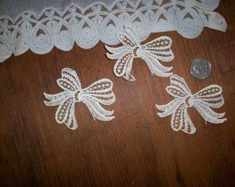 Vintage all cotton 1930s antique lace bow applique