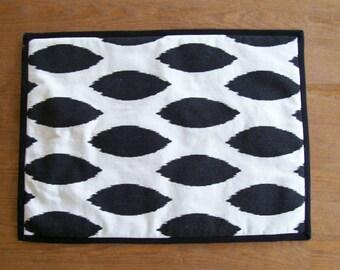 "Black & White Reversible Placemats - 14"" x 19"" - Set of 4"