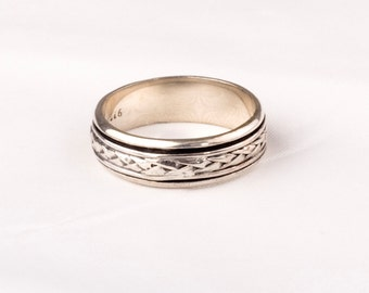 Stunning Vintage Silver Tribal Ring.    Unique design.