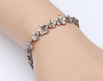Fine Vintage Silver Floral design Bracelet.