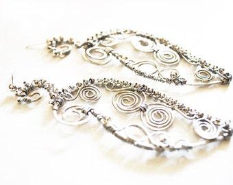 Silvered brass wire spirals earrings, long, Oriental