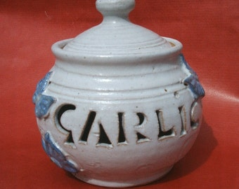 Garlic jar to take 4-6 garlic bulbs. 11cmx10cm