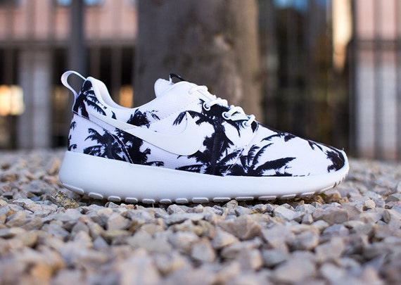 Nike Roshe Run Palm Tree Print Trainer