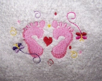 Personalised embroidered  Babys Hooded bath towel (100% cotton) (pink feet)