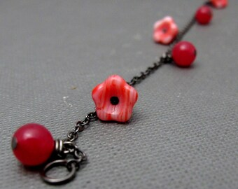 """Flower and Berries Garden Bracelet // Red and White Czech Glassbeads Buttercups // Red Jade // Gunmetal Chain 7"""" // Gift under 25"""