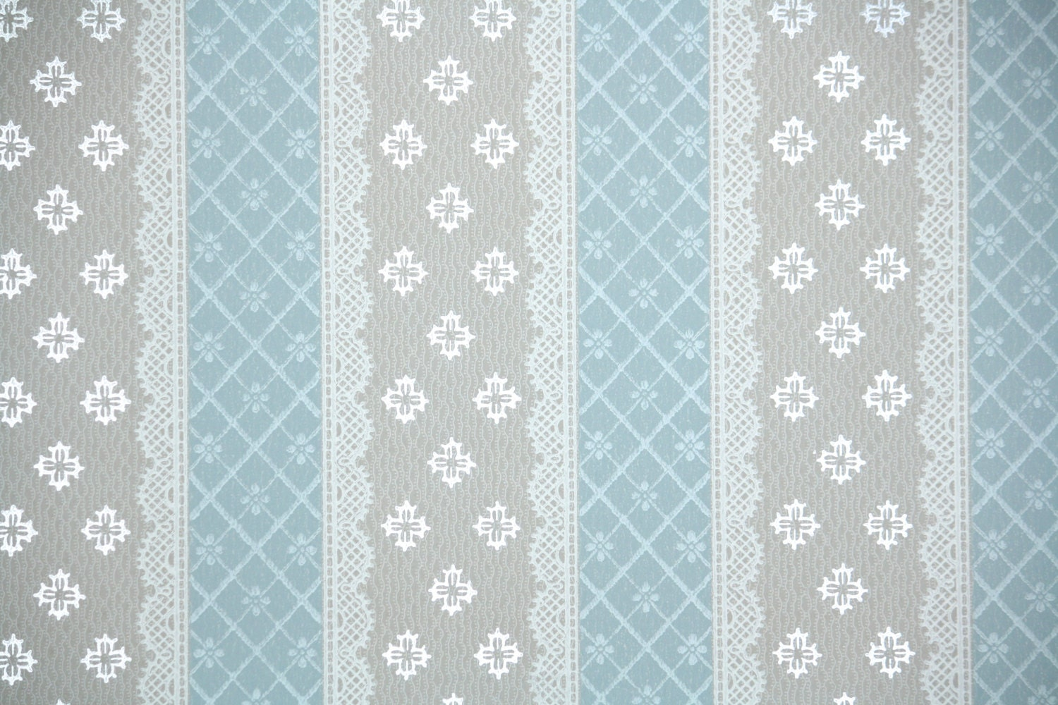 1940 39 s vintage wallpaper blue and gray lace stripe for Vintage tapete