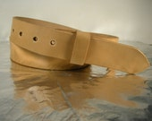 Natural belt with finished edges and semi gloss coat.