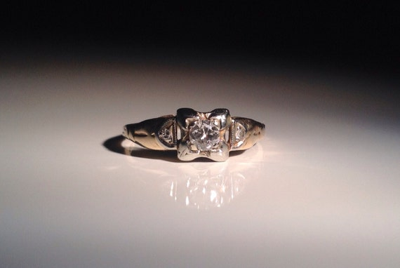 1945 Yellow Gold 14 KT H Color 0.33 Ct SI1 Diamond Engagement Ring