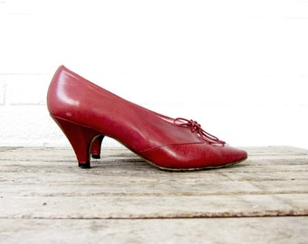 Vintage Red Italian Leather Heels - 1970s 70s Beene Bag Womens Shoes - Size 6 B Made in Italy Maroon Burgundy Pumps with Bows