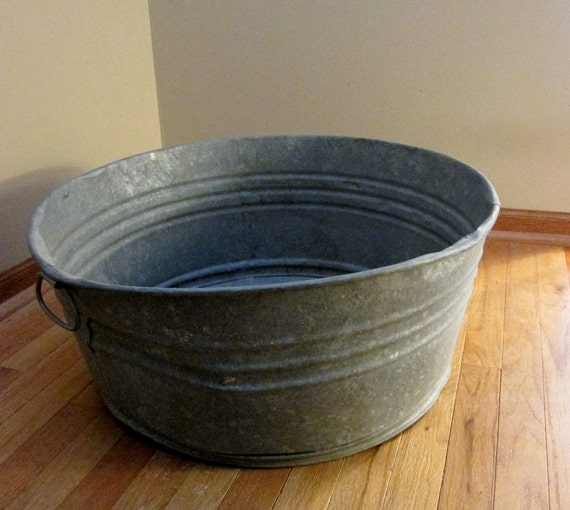 Primitive large galvanized tub - Worn and fabulous - 25 x 10 inches - Decor - Planter - Patio party fun