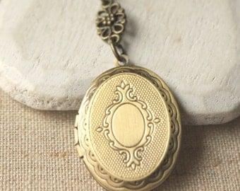Oval Brass Locket simple locket Necklace antiqued brass locket Antiqued Gold Locket Pendant brass locket jewelry photo locket N190