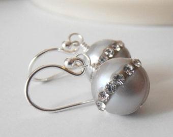 Gray Freshwater Pearl Earrings with Rhinestones, Simple Grey Bridesmaid Dangle Earrings, Beaded Wedding Jewelry, Sterling Silver