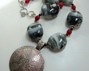 Women, Jewelry, Gray with Wine and Black Beads Pewter Pendant Necklace