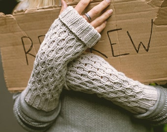 KNITTING PATTERN // Spate //  fingerless mitts worsted textured mittens PDF