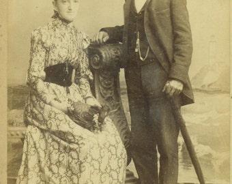 Dubuque Iowa Victorian Husband Wife Print Dress Feather Hat Umbrella Cabinet Card Antique Photo Portrait Black White Photograph