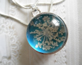 Pressed Flower 2 In 1 Reversible Pendant-Queen Anne's Lace Atop Turquoise & Red Rosebud Atop White-Symbol Of Peace,True Love-Gifts Under 35