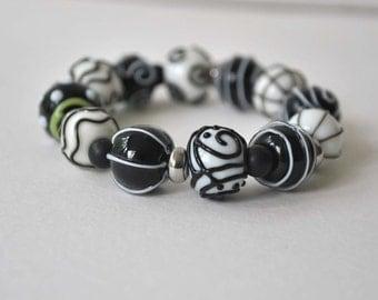 Black & White Bracelet, Stretch Bracelet, Lampwork Glass Bracelet, Beaded Beadwork Bracelet