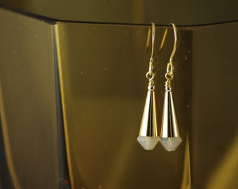 Flattering Cone earrings - Swarovski Sand Opal and gold plated metal - Hand assembled - Everyday jewelry -