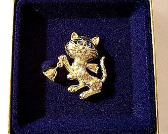 Blue Eyed Cat Animal Pin Brooch Gold Tone Vintage Ringing Bell Tied Scarf Long Whiskers
