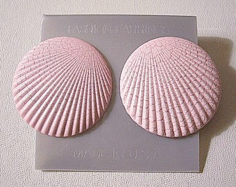 Pink Red Sand Sea Shell Pierced Stud Earrings Silver Tone Vintage Large Ribbed Textured Fan Ribbed Disc Buttons