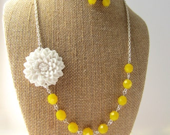 Yellow Necklace Statement Necklace Yellow Flower Necklace Yellow Wedding Jewelry Bridesmaid Jewelry Rustic Wedding Yellow Jewelry