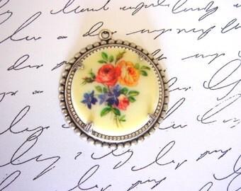 Vintage Acrylic Floral Cabochon - Pendant - Antiqued Silver Ornate Fancy Setting - 1pc